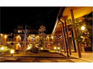 中庭の夜景 _JALAN_100828.jpg